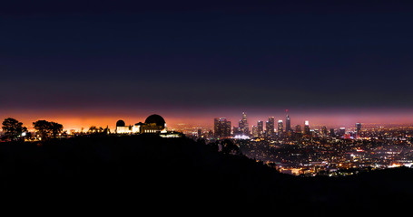 Fotomurales -  Griffith Observatory and Los Angeles Skyline at night