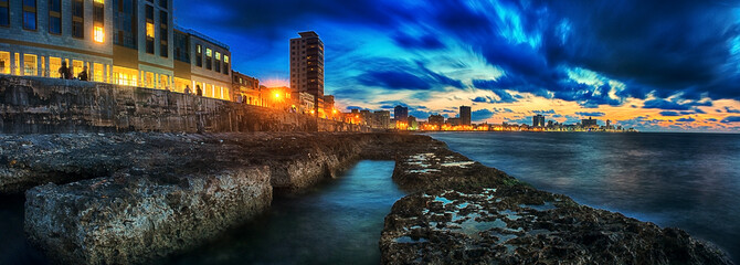 Papiers peints La Havane panoramic view the malecon of havana city in Cuba at nightfall