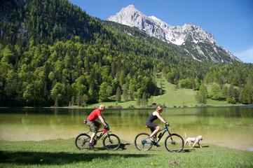 Mountainbiken mit Hund im Karwendelgebirge Mittenwald