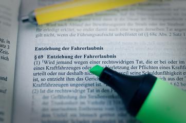 Gesetzestext von in deutsch Paragraph § 69 StGB Strafgesetzbuch Entziehung der Fahrerlaubnis in englisch Paragraph § 69 StGB Withdrawal of the driving license