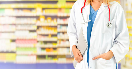 Papiers peints Pharmacie Woman pharmacist working at pharmacy. Medical healthcare and doctor staff service.