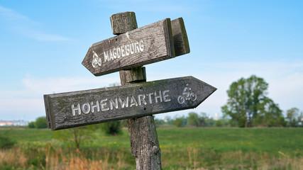 Wegweiser am beliebten Elberadweg zwischen Magdeburg und Hohenwarthe