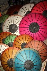 fröhliche Sonnenschirme in Asien