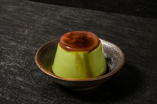 抹茶のプリン Pudding with powdered ​​green tea(maccha)