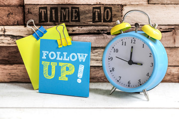 Post-it & alarm clock : time to follow up
