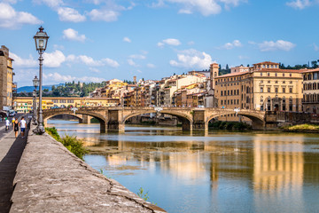 Spoed Fotobehang Florence The Ponte Vecchio over the Arno river in Florence, Tuscany, Italy