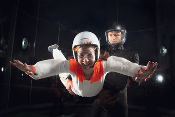 woman  with  coach in wind tunnel