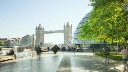 Fotomurales - hyper lapse of modern buildings and Tower Bridge, London, UK