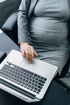 Pregnant woman in the office