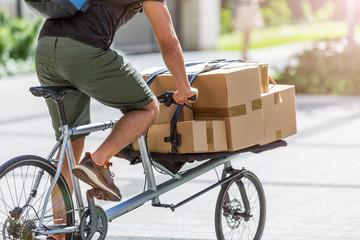 Bicycle messenger making a deliveryon a cargo bike - fototapety na wymiar