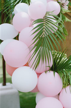 Tropical balloon arch decoration