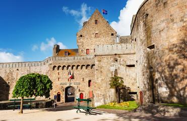 Saint-Malo – Hôtel de ville et musée