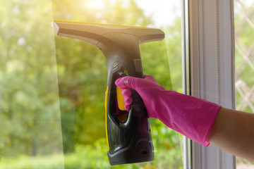 Cleaning windows with electric tool