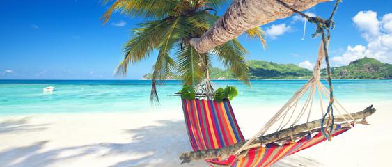 Urlaub in der Hängematte am Strand Fototapete