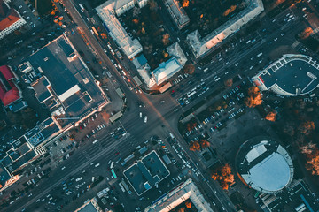Aerial top view of city asphalt roads with lot of vehicles or car traffic and buildings, modern urban intersections and junctions in midtown Fotomurales