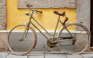 Spoed Foto op Canvas Fiets Retro bike in the old town of Genova, Italy