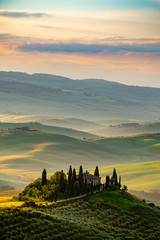 Papiers peints Beige Tuscany landscape at sunrise. Typical for the region tuscan farm