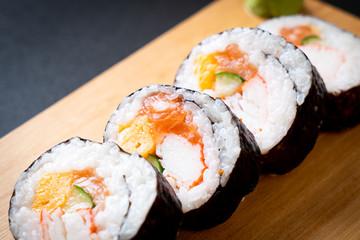 Fototapeta mix sushi roll maki obraz