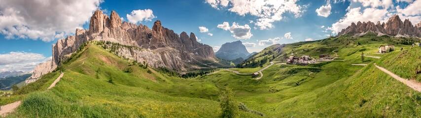 Passo Gardena e gruppo Sella sulle Dolomiti