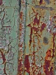 Farbe blättert von der Tür ab