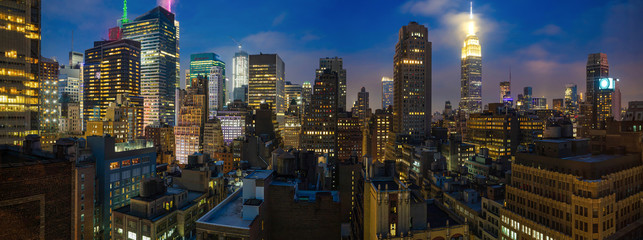 Fototapete - Panoramic view of Manhattan skyscrapers lights, New York city, in the evening
