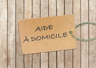 Étiquette aide à domicile, fond bois