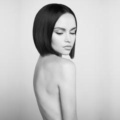 Photo sur Plexiglas womenART Fashion beautiful brunette with short haircut. Black and white studio portrait
