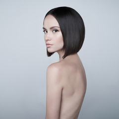Foto auf AluDibond womenART Fashion beautiful brunette with short haircut. studio portrait