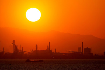 A huge sunset and a factory zone in Tokyo Bay - 巨大な夕日と東京湾の工場地帯