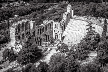 Fototapete - Odeon of Herodes Atticus at Acropolis in black and white, Athens, Greece. It is a famous landmark of Athens. Landscape with antique amphitheater. Panorama of Ancient Greek ruins in the Athens center.