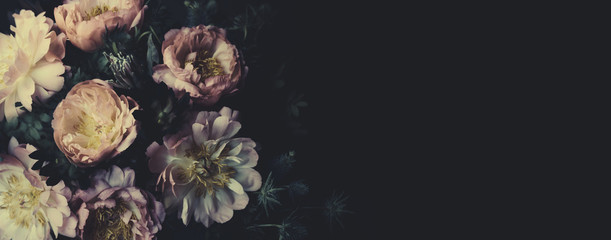 Foto op Plexiglas Bloemenwinkel Vintage bouquet of beautiful peonies on black. Floristic decoration. Floral background. Baroque old fashiones style. Natural flowers pattern wallpaper or greeting card