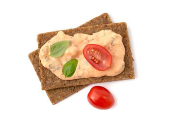 Vollkornbrot mit Tomaten-Mozzarella- Brotaufstrich