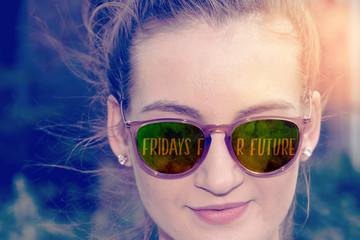 Eine junge Frau und Fridays for Future