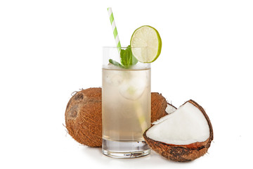 Fotoväggar - Coconut water drink isolated on white background
