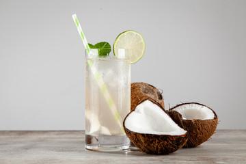 Fotoväggar - Coconut water drink on wooden background