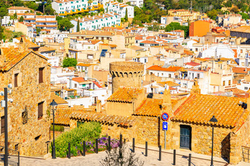 Fototapete - Colorful houses of old town in Tossa de Mar, Costa Brava, Spain