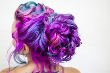 Papiers peints Salon de coiffure Delightfully bright colored hair, multi-colored coloring on long hair. An elegant high hairstyle