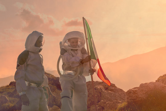 plant the Italian flag on the red planet/Mars.