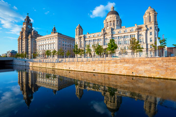 Liverpool Pier Head with the Royal Liver Building, Cunard Building and Port of Liverpool Building  Fototapete