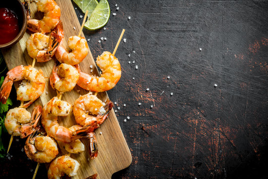 Fried shrimps on a cutting Board with sauce.