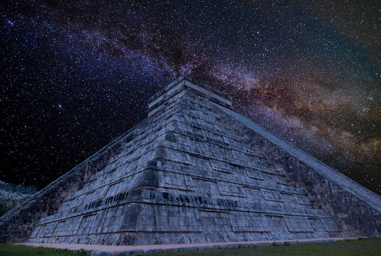 a lot of stars at the pyramide in mexico