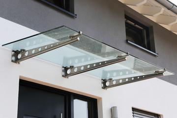 Fototapeta Haustür-Vordach aus Glas obraz