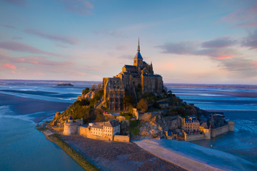 Aerial view of Panoramic view with sunset sky scene at Mont-Saint-Michel, Normandy, France Fototapete