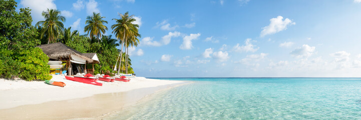 Wall Mural - Summer vacation on a tropical island with beautiful beach and palm trees