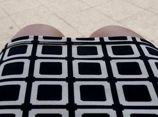 Knie unter Kleid