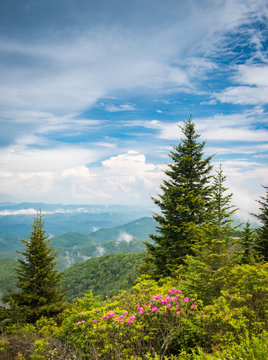 Puffy clouds move over the mountains along the Blue Ridge Parkway in North Carolina, USA.