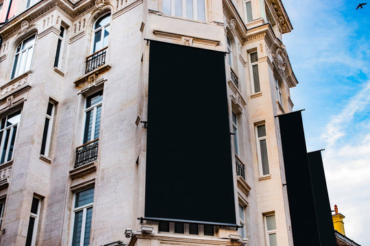 billboard blank mockup and template empty frame for logo or text on exterior street advertising poster screen city background, modern flat style, outdoor banner advertisement