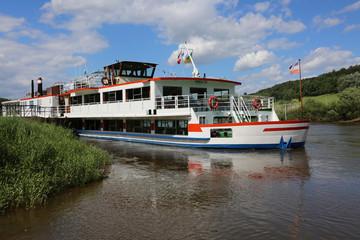 Schiff auf der Weser bei Höxter