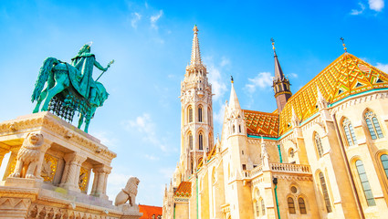 Wall Mural - View of Budapest old town and Saint Matthias Church