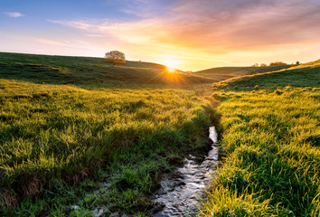 sunrise over the valley Fototapete